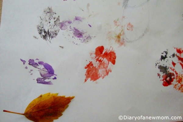 Toddler-crafts-Leaf-printing