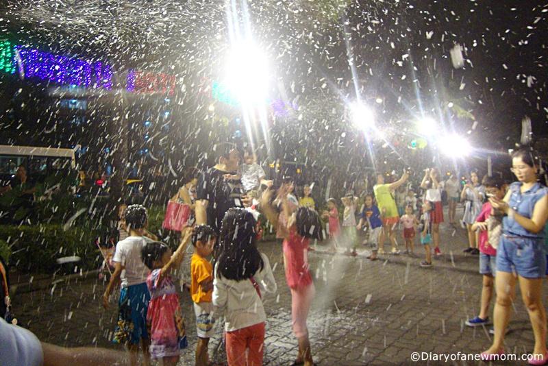 Snowy Bubble Show at AMK Hub