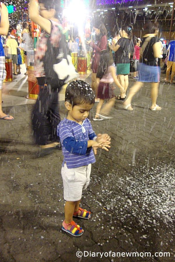 Snowy Bubbly Show at AMK Hub