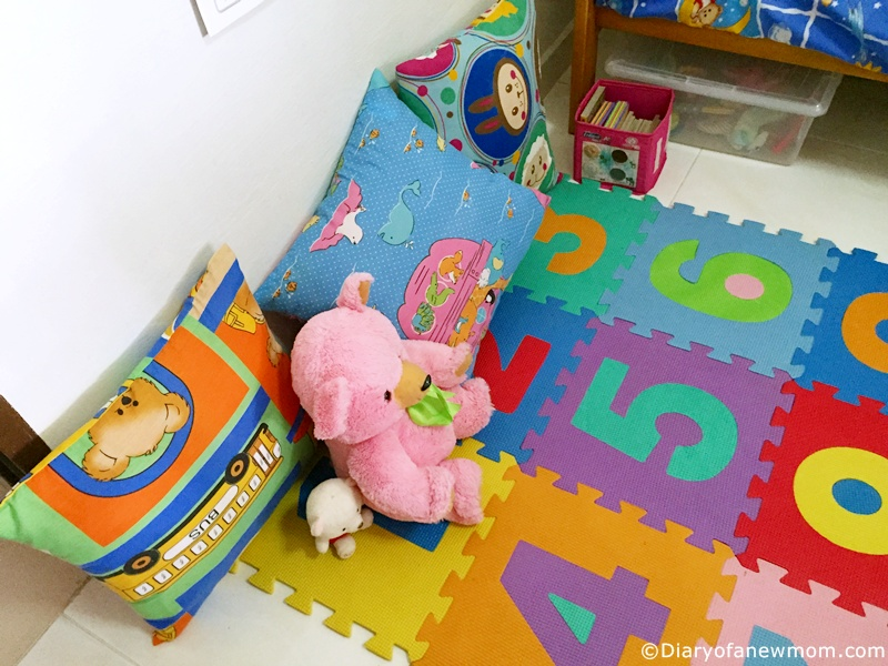 Easy DIY Reading Nook for toddler