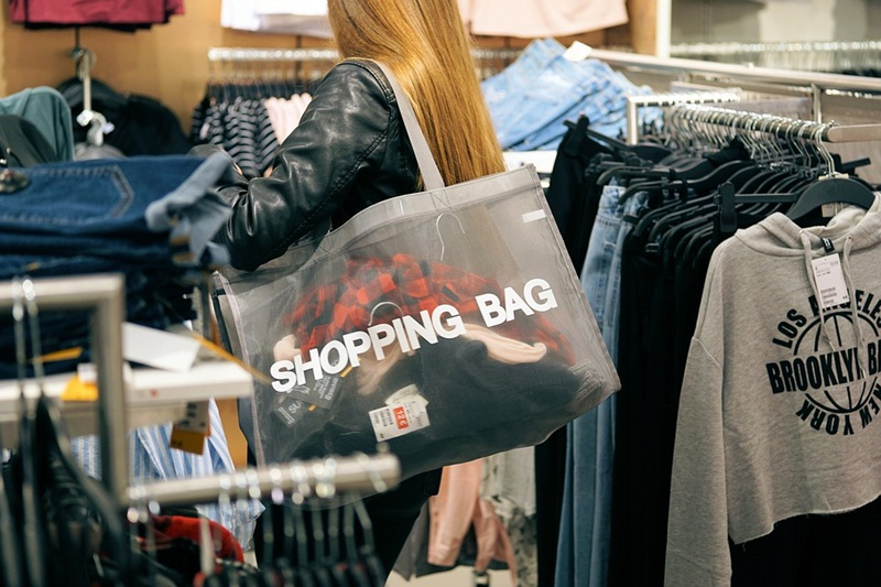 Benefits to Giving Out Shopping Bags